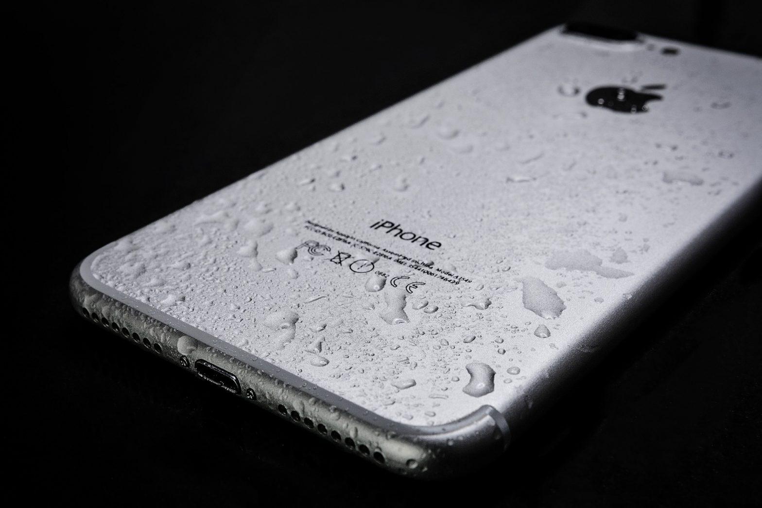 bd451f99aa0d3 Jednym z podstawowych akcesoriów do telefonów jest bez wątpienie etui,  którego głównym zadaniem jest ochrona urządzenia przed szkodliwym  działaniem wielu ...