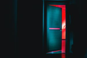 Jaki otwór pod drzwi 80 z ościeżnicą regulowaną?